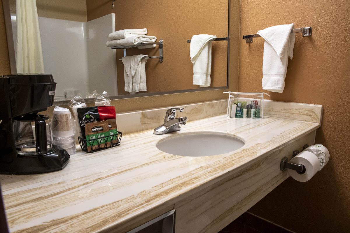 Dakota Magic Hotel Whirlpool King Bathroom